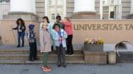 Ülikooli ees